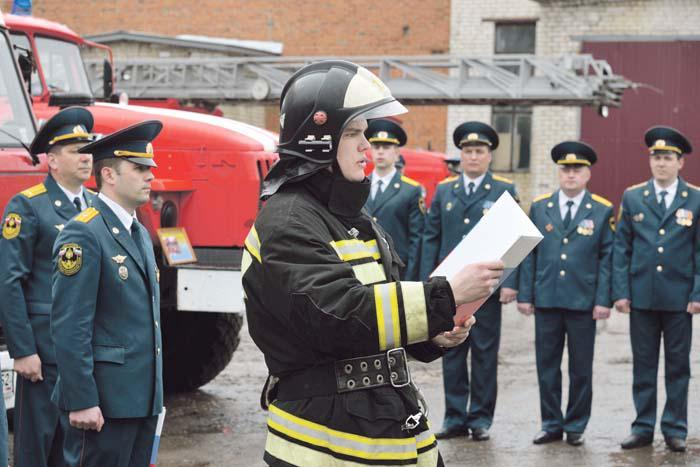Принятие присяги сотрудника противопожарной службы