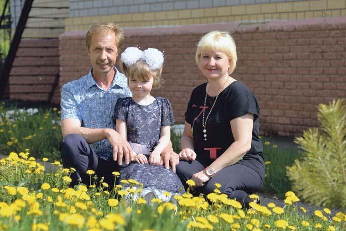 Иван и Елена Щетинины с дочкой Лизой