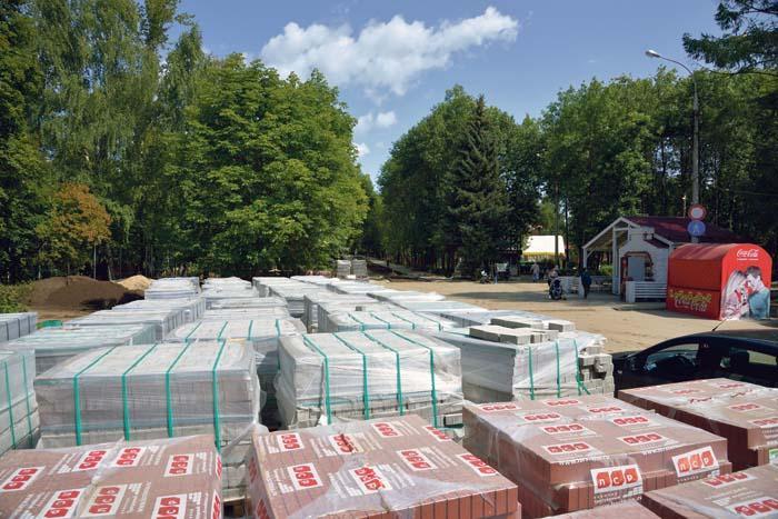 Строительные работы в парке идут полным ходом