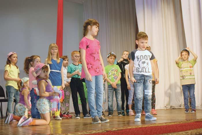 Выступление участников детской театральной студии «Маска»