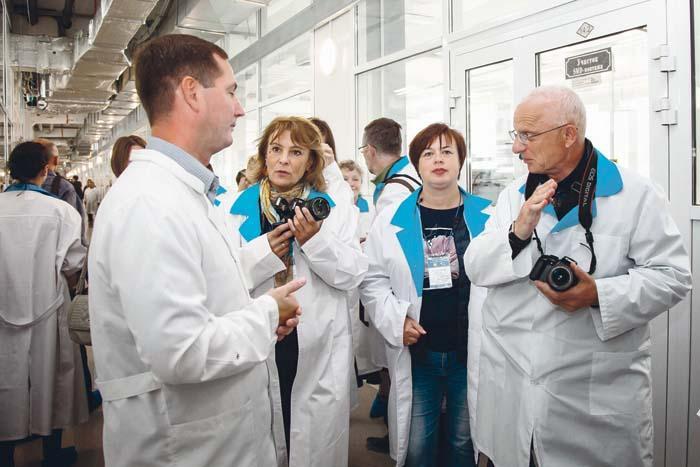 Журналисты региональных СМИ на приборостроительном заводе