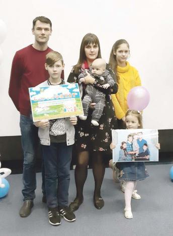 Победители смотра-конкурса «Молодежное подворье-2019» – семья Салюковых
