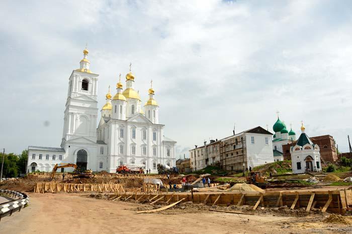 Работы по реконструкции площади Сергия Страгородского