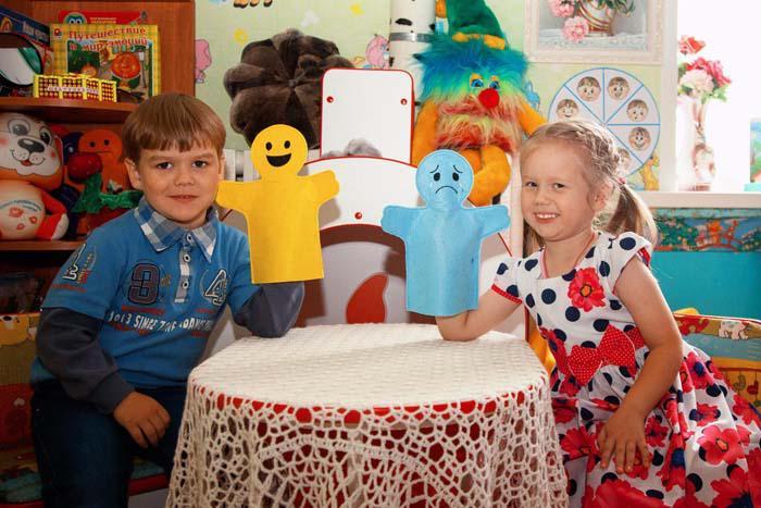 Воспитанники детского сада в уголке эмоциональной разгрузки
