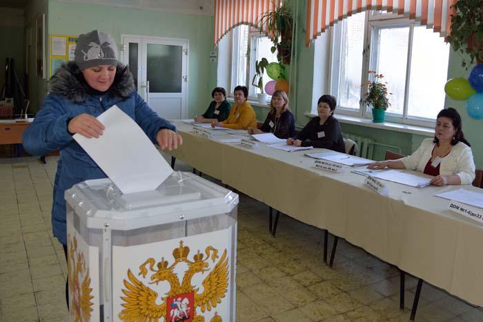 На избирательном участке в Сельхозтехнике