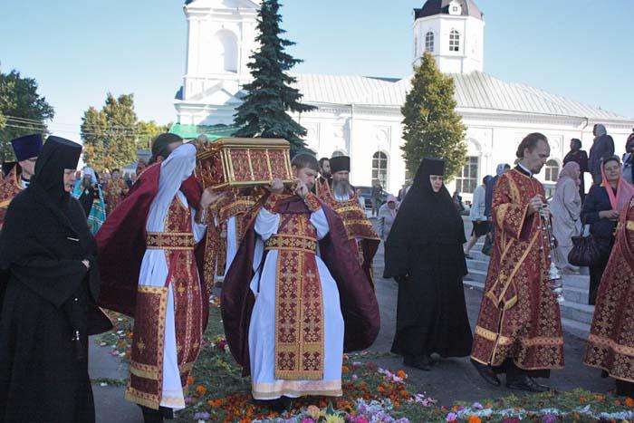 Святыню переносят в Воскресенский кафедральный собор