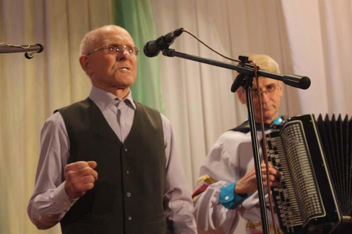 И.Н. Тарасов всех растрогал своей песней