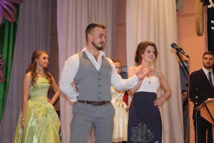 Выход победительницы конкурса Наталии Лобановой
