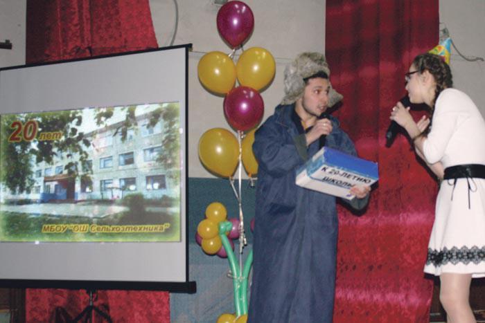 Герой праздничного вечера почтальон Печкин