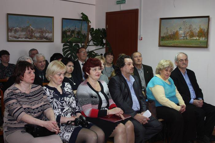 Любители поэзии и поэты (в первом ряду гости из Шатков)