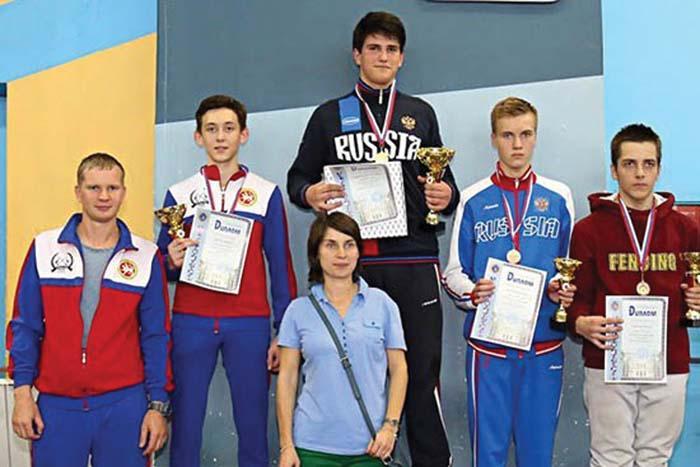 К. Тюлюков (второй справа)
