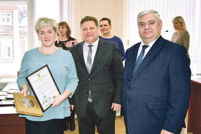 Т.В. Андронова с дипломом благотворителя года
