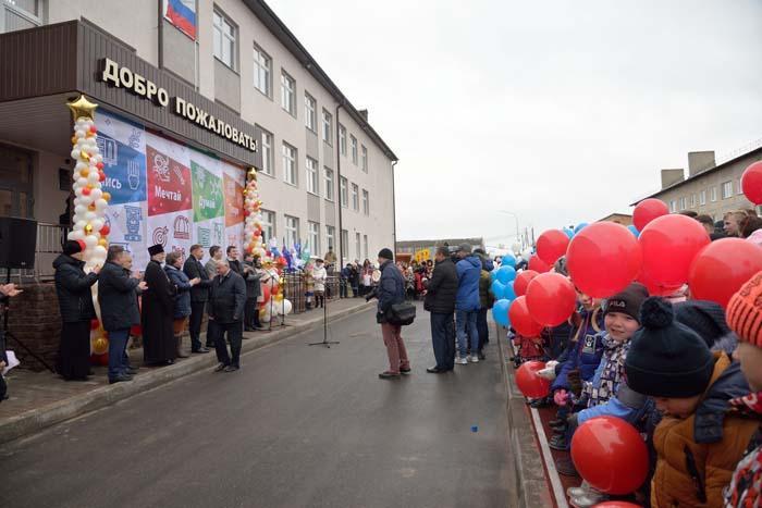 На церемонии открытия нового корпуса школы в р.п. Выездном
