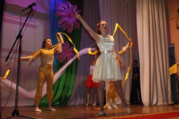 Юлия Басырова и ее группа поддержки