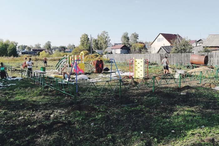 Детская площадка украшает с. Слизнево