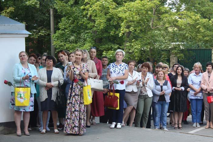 Участники торжественного открытия районной Доски почета