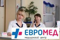 Администратор А.Давыдова и помощник администратора М.Котенкова доброжелательно встречают пациентов