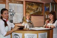 Косметик Е. Агафонова, администратор Н. Митрякова и мастер ногтевого сервиса Л. Гусева