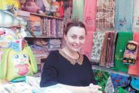Продавец-консультант Т.Н. Гордеева подскажет, какой подарок подобрать к празднику