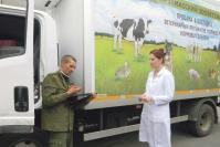 Водитель А.А. Подгорнов и завскладом Л.С. Шургалина