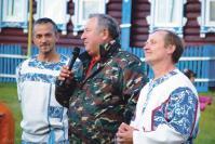 Активист с. Пятниц Г.М. Пегов в компании с «Водоватовскими ребятами» поздравляет земляков с престолом