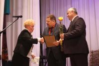 В.И. Демин и В.П. Миенков поздравляют Л.Г. Бурлакову, заслуженного ветерана района