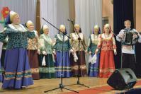 Праздничный концерт. На сцене ансамбль народной песни «Выездная слобода»