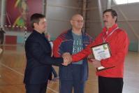 В.А. Рыбкин и А.А. Гришин вручают диплом победителя В.А. Колосунину (Шатовка)