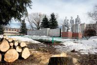В с. Шатовке территория памятника Воинской славы освобождается от больших деревьев, затеняющих пространство