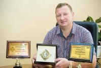 Председатель правления ЗАО «Комбанк Арзамас» А. Князев с наградами